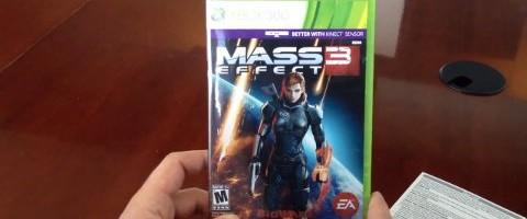 Mass Effect 3 Reversible Cover has Female Shepard